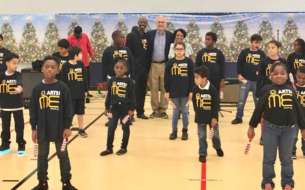 Congressman-Lloyd-Doggett-with-the-me-arts-kids-group